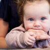 赤ちゃんの噛みつきぐせをやめさせる3つの方法