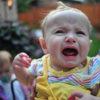 赤ちゃんが顔をかくのをやめさせる7つの対処法